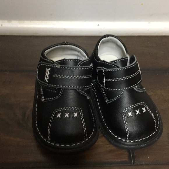 Wee Squeak black shoes size 4